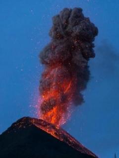 2大火山の爆発 登山客が激写!フエゴ山とメキシコ富士 中米