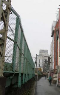 タイ人風俗嬢殺害か 5階から飛び降り逃走の医大生 台東区