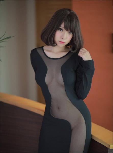 完全に透けてる! 宮本彩希の「妄撮ワンピ」が大反響