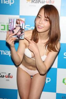 吉野七宝実 ナース服を脱いだらサザンクロス水着にのイメージ画像