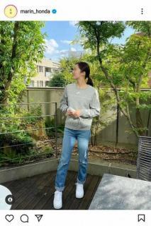 本田真凜 珍しいダメージジーンズ、横顔姿を披露「横顔も美人」「脚長い」の声のイメージ画像