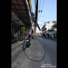 垂れ下がったケーブルが首に絡まる、バイク走行中に首が切れて死亡のイメージ画像
