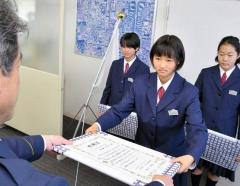 「当たり前の行動をしただけ」 女子中学生3人 迷子の5歳交番へ