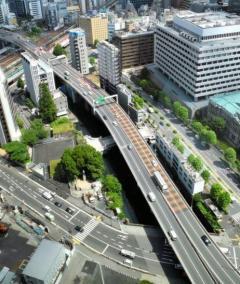 高速道路、混んでたら値上げへ 繁忙期は休日割引の適用やめるのイメージ画像