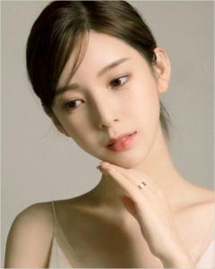 人気ウェブ漫画「女神降臨」のyaongyi作家、美しい姿を披露のイメージ画像