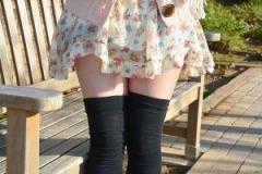 阿部華也子、ミニすぎるスカートに視聴者釘付け「絶対領域がすごい」「もう、見えてんじゃない?」