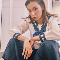 鈴木紗里奈、セーラ服でのヤンキー座りが大不評「相変わらず下品」のイメージ画像