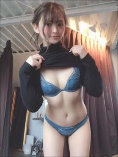 鈴木咲、微乳クイーンのエロ可愛いランジェリー姿! 「至高のちっぱい」に男性ファン熱視線