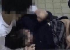 公衆トイレ逃げ込むも執拗に女子高生の胸を触るなど強制わいせつ容疑 高校生1年生を逮捕のイメージ画像