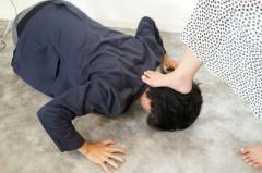 27歳の男、ラストオーダー後の注文を断られ土下座させ暴行 「態度気に入らなかった」と話す 神奈川・横須賀市のイメージ画像