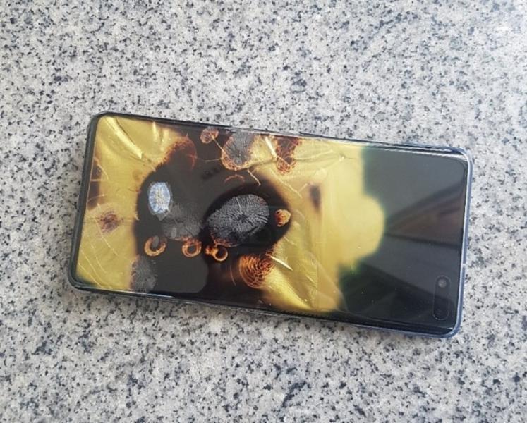 韓国『Galaxy S10 5G』が自然発火 サムスン「製品には問題ない」