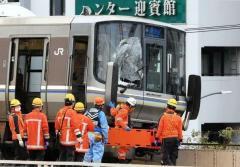 ホームから通過電車に飛び込み男性死亡 窓突き破り車内へ、乗客5人けが JR神戸線元町駅