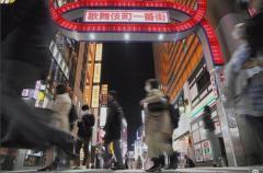 マスクせず乾杯、「朝まで営業」満席 大阪・東京の夜