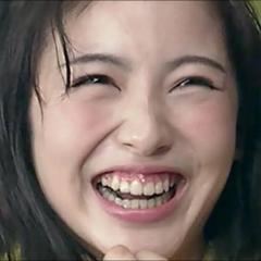 """浜辺美波、""""慶応卒シンガー""""との交際を事務所が「認めざるをえなかった」切実事情のイメージ画像"""