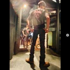 木村拓哉、革パン姿の全身ショットにネット困惑「脚が短い」「体型ヘン?」のイメージ画像