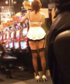 パチンコ店で店員女性のスカート内を何度も盗撮 男を逮捕 兵庫・三田市のイメージ画像