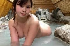 ミニロリ系コスプレイヤー・さくらこ、ネットギリギリの温泉グラビア! むっちりボディを限界露出