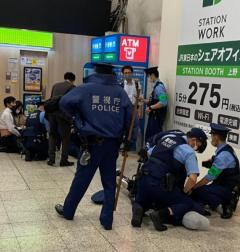 上野駅改札内で男性2人刺される 男を逮捕のイメージ画像