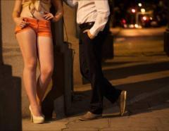 """屈指の""""立ちんぼ""""エリア大久保で週3回も…27歳女性教師の売春2度逮捕に都教育委「前代未聞」と仰天のイメージ画像"""