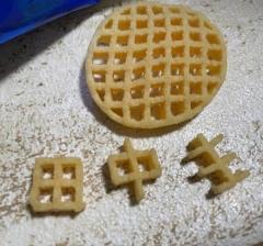 SNSで話題「田中圭チャレンジ」 お菓子を上手にかじって文字を表現のイメージ画像