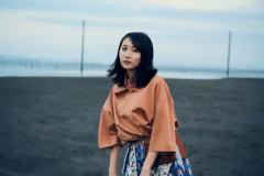 YOASOBI・ikura(幾田りら)、胸が限界突破?ボディラインくっきり衣装に「いくらなんでも凶暴すぎ」の声のイメージ画像
