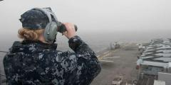 アメリカ海軍の艦艇に群がったドローン軍団、未だに正体不明のイメージ画像