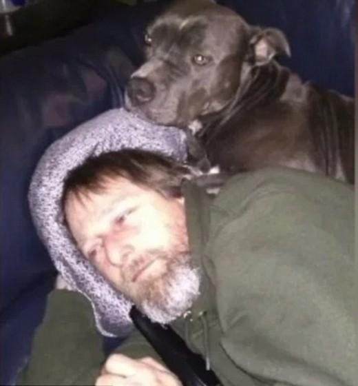 飼い犬に舐められた男性 ウィルスに感染し手足を切断 米