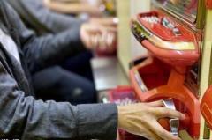 「非正規」で食いつないできた27歳パチプロ男性は、なぜ「経営者目線」で語るのかのイメージ画像