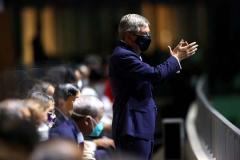 バッハ会長から脅され菅首相が決断か…五輪途中からの一部「有観客開催」に現実味のイメージ画像