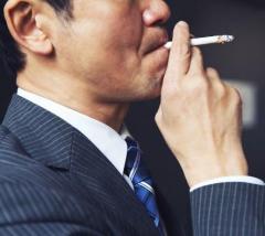 たばこでストレス解消する人減少、高ストレスなほど酒たばこ頼る傾向