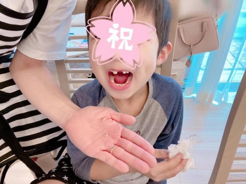 辻希美、息子の抜けた歯の写真を公開し批判殺到「生々しい画像見せないで」