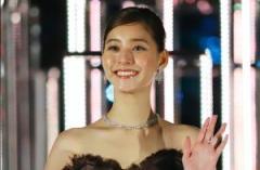 見えすぎ!?新木優子のスケスケ衣装にファン大興奮「こんな透けてて大丈夫?」のイメージ画像