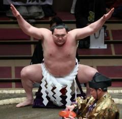 突然の休場に大ブーイング! 4か月休んで1200万円が手に入る白鵬の年寄株を巡る思惑のイメージ画像