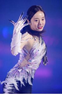 本田真凜が公開リハーサル 鳥をイメージ…黒、白、薄紫のパンツルック披露のイメージ画像